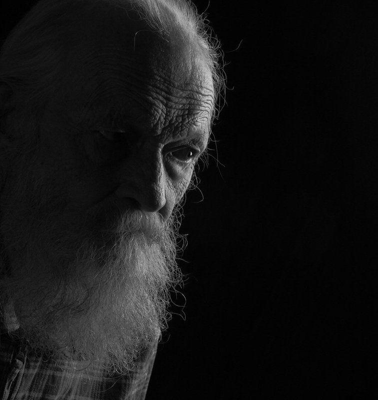 эдуард басов, черно белая фотография, портрет, студийная съемка, мытищи Портрет художника Востокова В.А.photo preview
