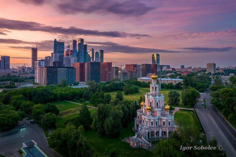 москва, утро, церковь покрова в филях, москва-сити Московский рассветphoto preview