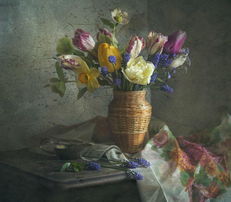 весна, цветы, морозник, мускари, нарцисс, натюрморт **********photo preview