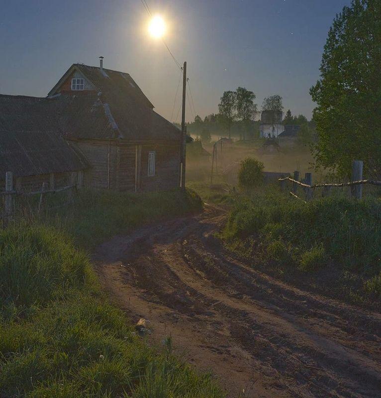 полнолуние, ночь, туман, деревня, заброшка Ночь в заброшенной деревнеphoto preview