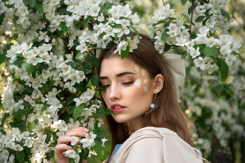 В яблоневом цветуphoto preview