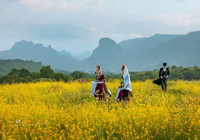 северный кавказ, карачаево-черкесия, луг, цветы, лето, дети, национальный костюм, черкес, черкешенки, Цветущие луга детства!photo preview