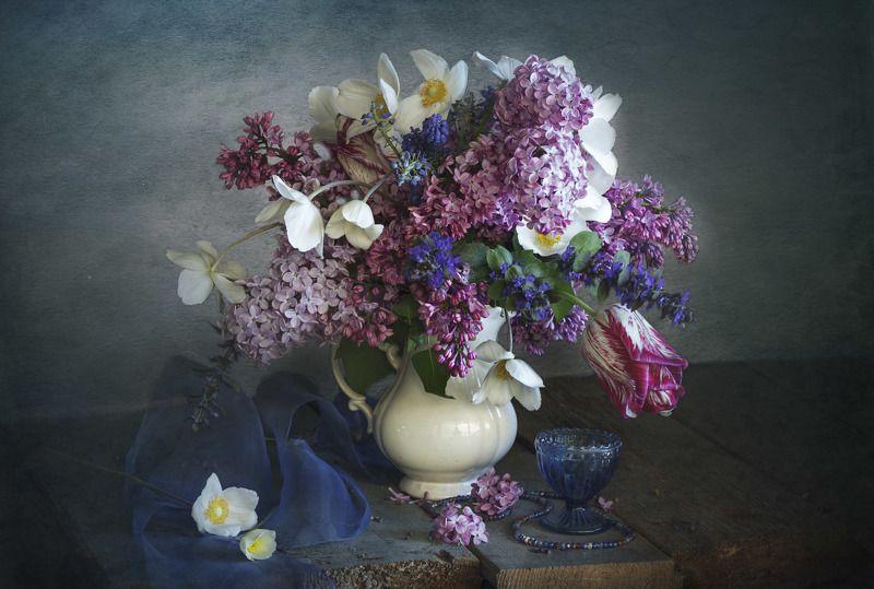 букет цветов, рюмочка, натюрморт, анемоны, сирень, весна С сиренью и анемонамиphoto preview
