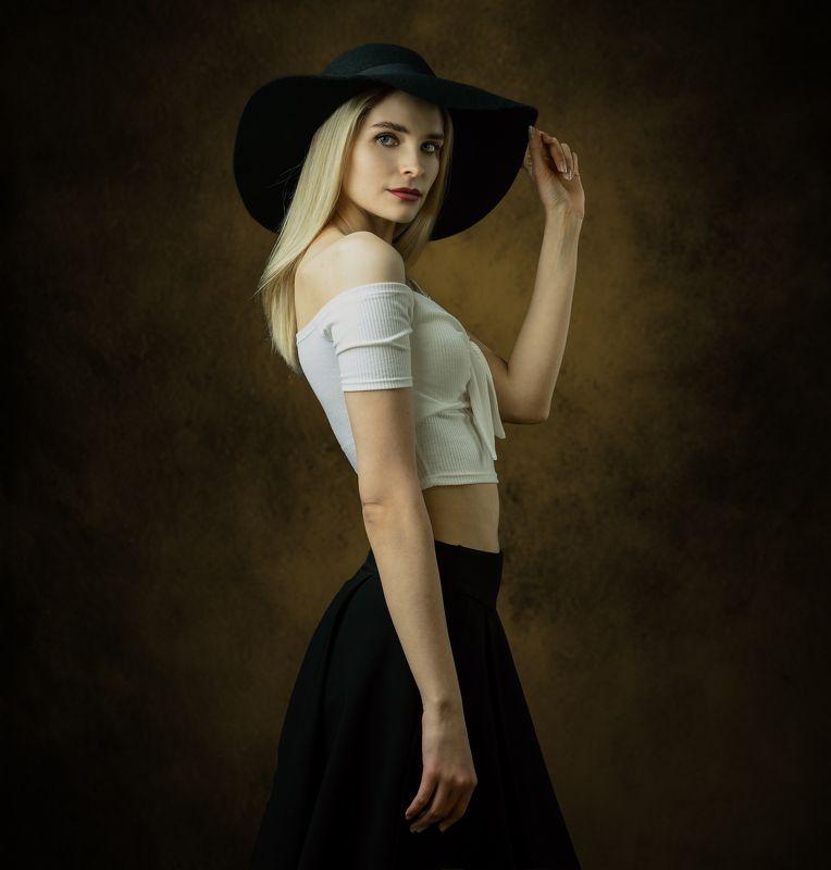 студийный портрет, красивая девушка, женский портрет, концептуальное, художественный портрет, арт Еленаphoto preview
