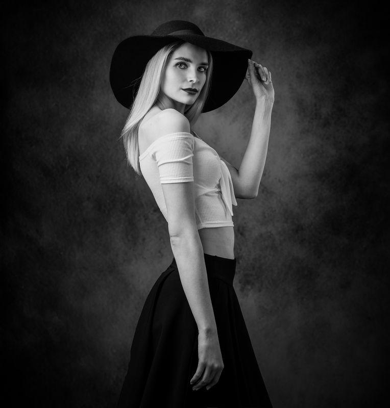 студийный портрет, красивая девушка, женский портрет, концептуальное, арт, чб Еленаphoto preview