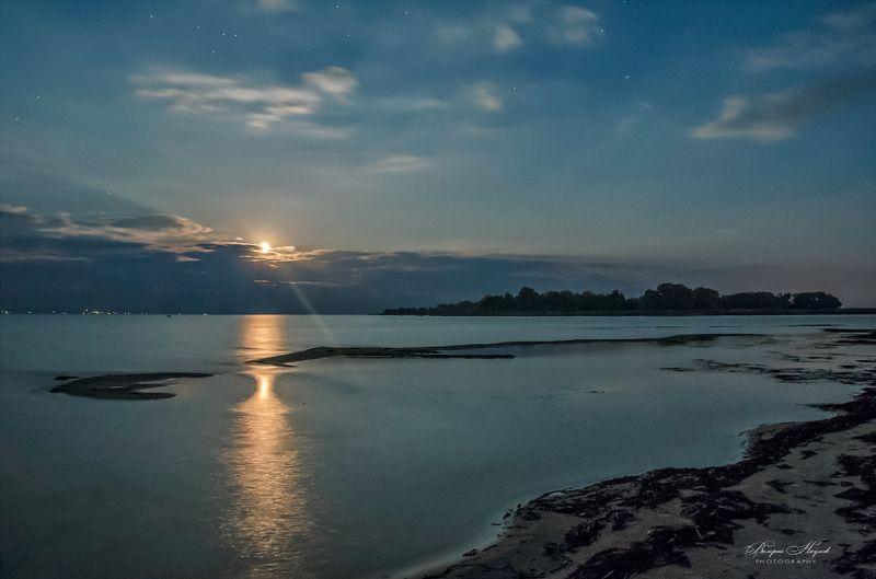 ночь, луна, звёзды, река, дорожка, луч, небо, облака По лунной дорожкеphoto preview