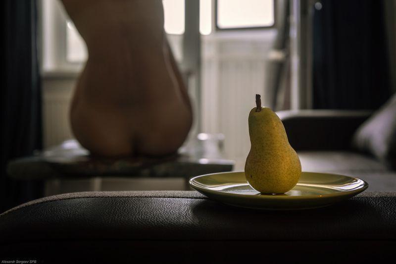 натюрморт,груша,женщина,форма,подобие,линии,гармония,концептуальное,шутка Натюрмортphoto preview