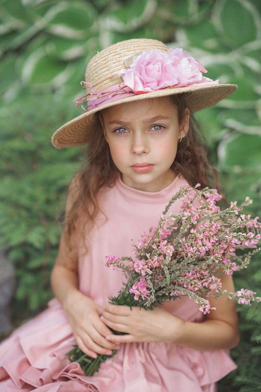 девочка, портрет, природа, образ, в, розовых, тонах Златаphoto preview