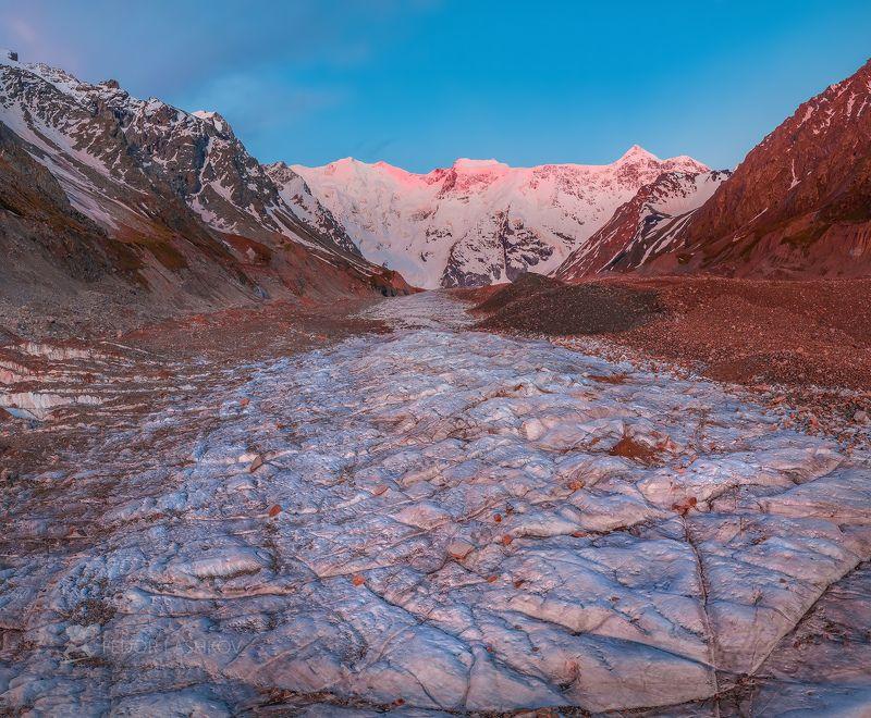 северный кавказ, горы, гора, вершина, безенгийский ледник, путешествие, туризм, хребет, безенгийская стена, кабардино-балкарский высокогорный заповедник, рассвет, заря, лето, безенгий, розовый, рассветное, лёд, ледник, Безенгийский ледникphoto preview