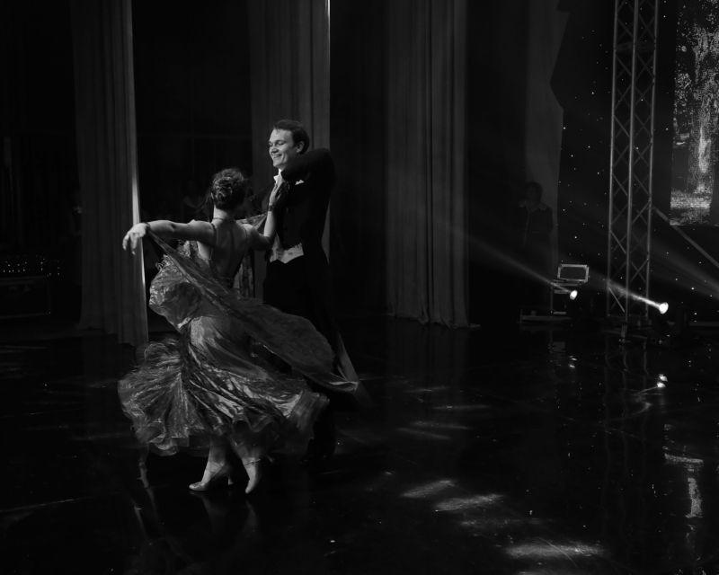 танец, девушка, чб ====photo preview
