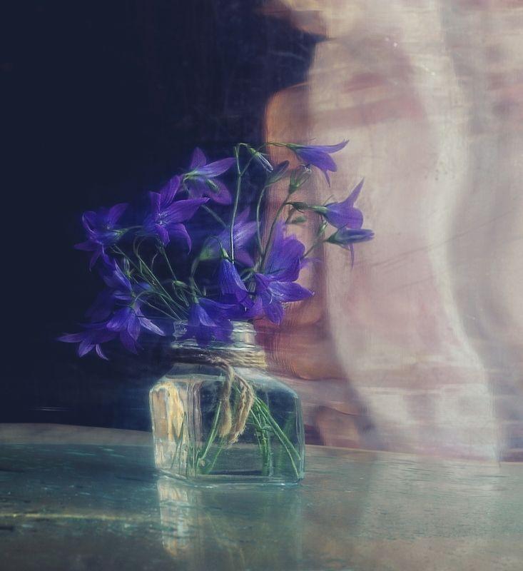 натюрморт,колокольчик,цветы,отражение с колокольчиками... фото превью