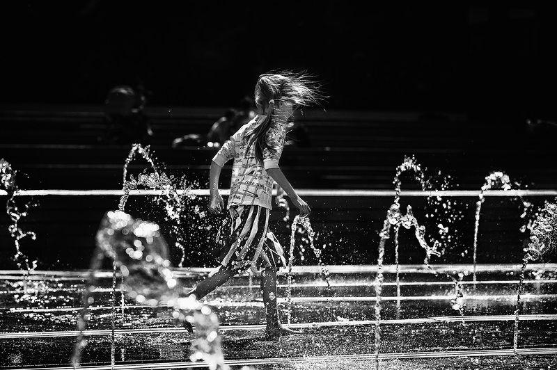 чб фото, лето, фонтаны, дети Фонтанное настроениеphoto preview