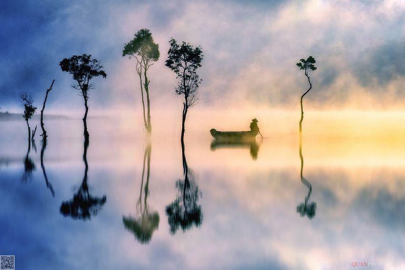 quanphoto, landscape, morning, dawn, sunrise, lake, reflections, misty, trees, fishing, vietnam Morning Lakephoto preview