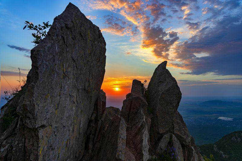 рассвет,скалы,бештау,кмв,природа,пейзаж Око рассветаphoto preview