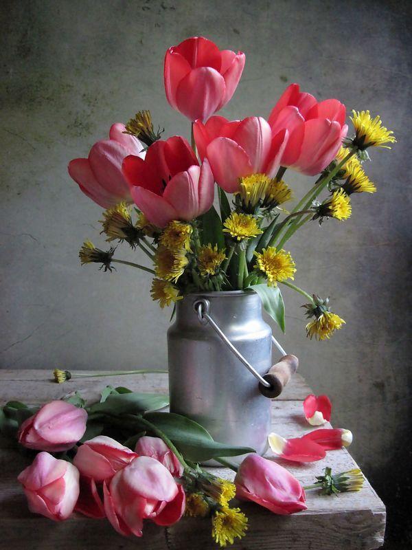 цветы, букет, тюльпаны, одуванчики, бидон Веселый бидончикphoto preview