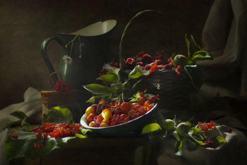 Красные ягоды июляphoto preview