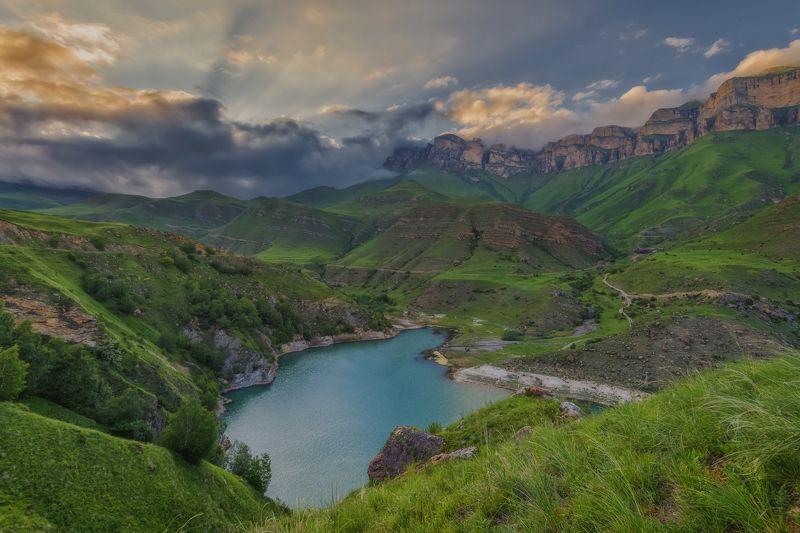 кбр. баксанское ущелье. озеро гижгит. Закатный вечер у озера Гижгитphoto preview