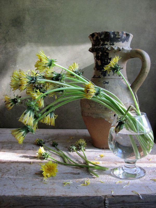 цветы, букет, одуванчики, бокал, кувшин, винтаж Солнце в окошкеphoto preview