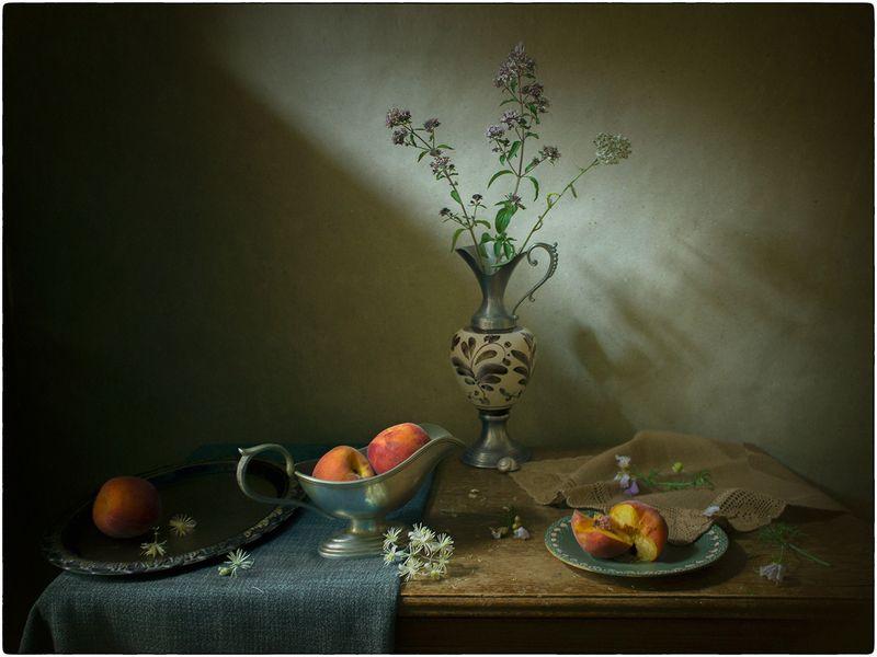 Натюрморт с персиками фото превью
