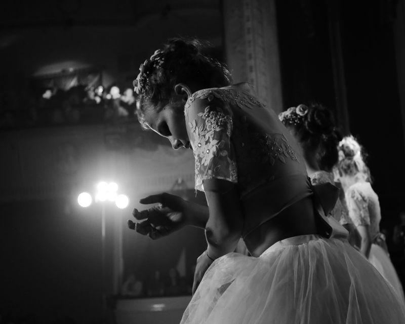 танец, девушка, чб ===photo preview