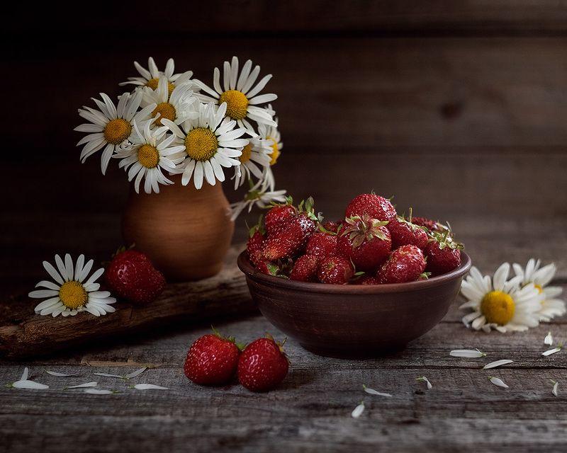 ромашки клубника земляника лето Летние радостиphoto preview