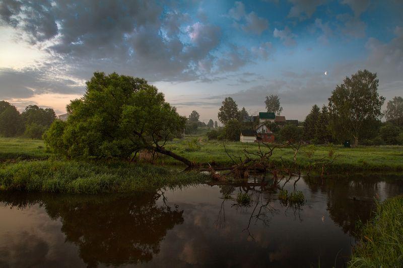 лето, рассвет, река, деревня, дерево, небо, месяц Пока солнце спит...photo preview
