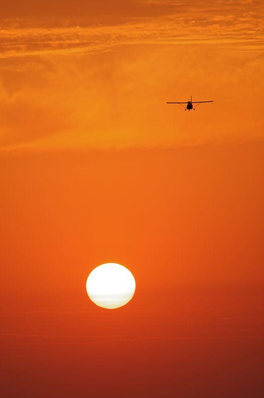 небо, плато, облака, закат, вечер , слои, дымка, туман, солнце, самолет КУРС- НА ЗАКАТphoto preview