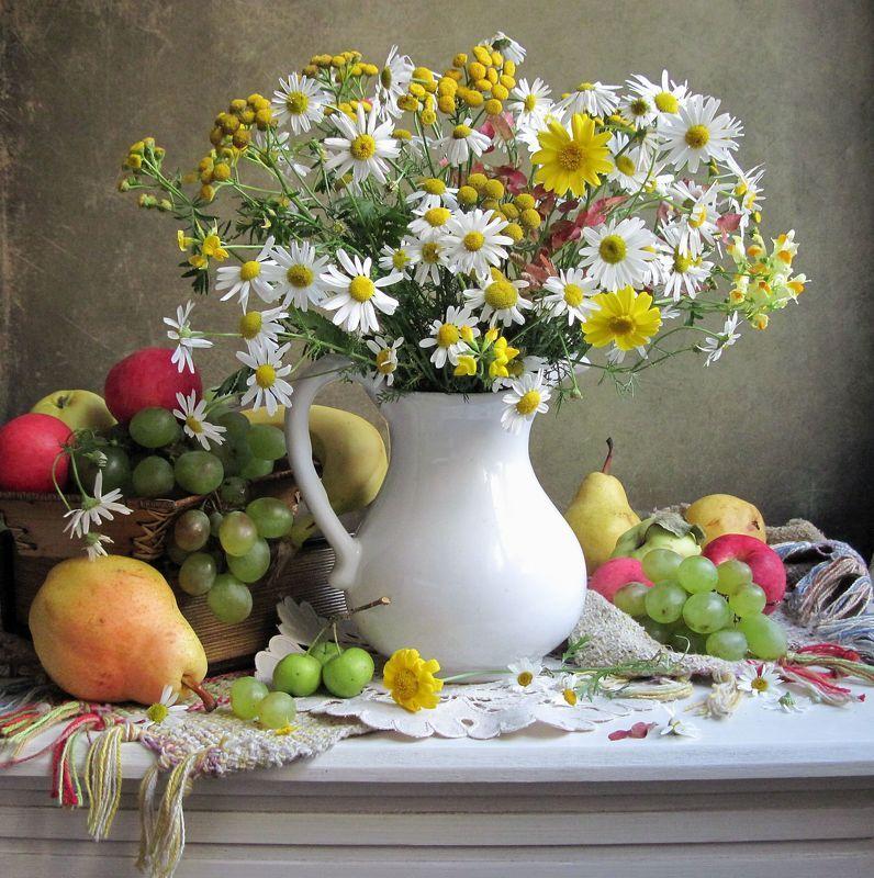 цветы, букет, ромашки, пижма, фрукты, виноград, груши, яблоки Пышный букетикphoto preview