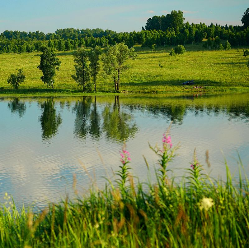у озера фото превью