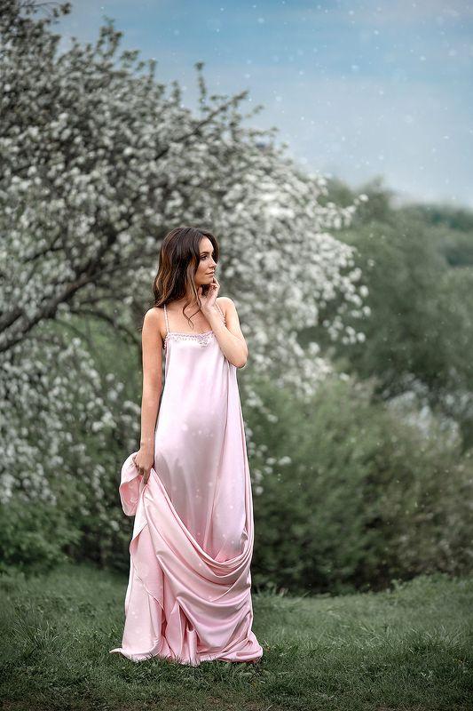 портрет девушка женский портрет яблонивцвету Остановись, послушай тишину , вдохни цветущих яблонь аромат...photo preview