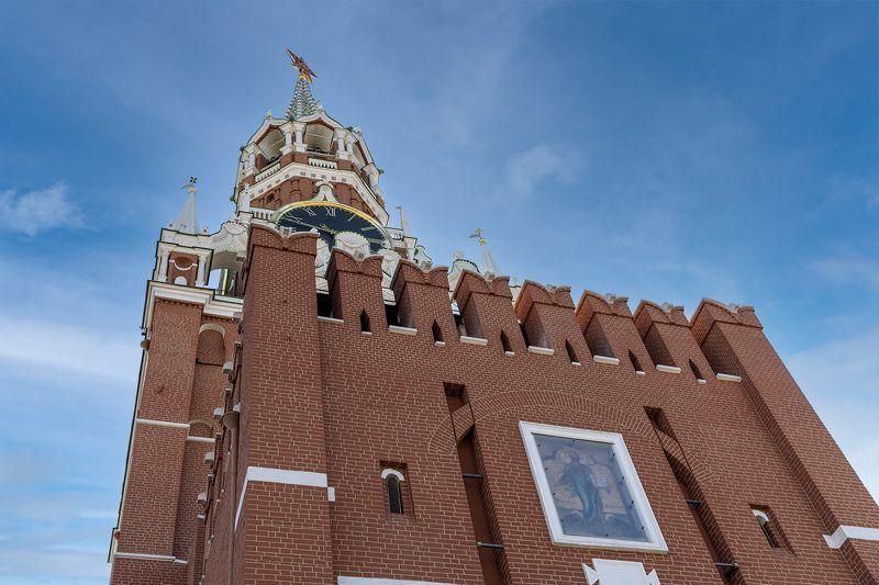 Спасская башня в непривычном ракурсеphoto preview