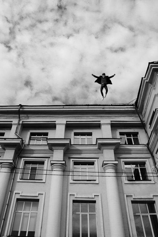 мужчина прыжок Прыжок в безднуphoto preview