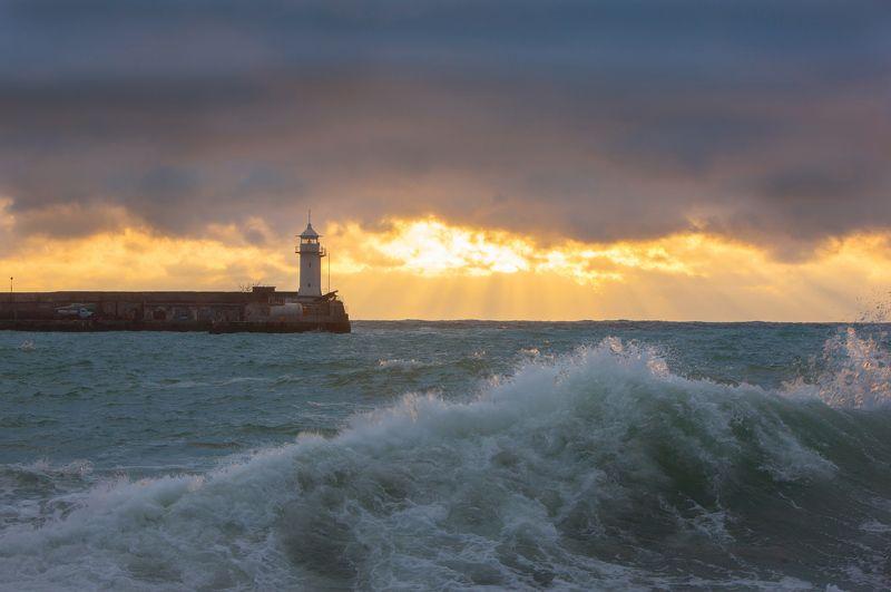 ялта, набережная, крым, набережная, черное море, ялтинский маяк, маяк, набережная ленина, ялтинский залив, мартьян, мыс мартьян Ялтинский маякphoto preview
