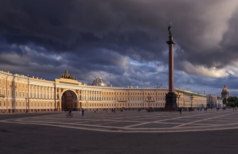 город,площадь,архитектура,монумент,небо,тучи Дворцовая площадьphoto preview