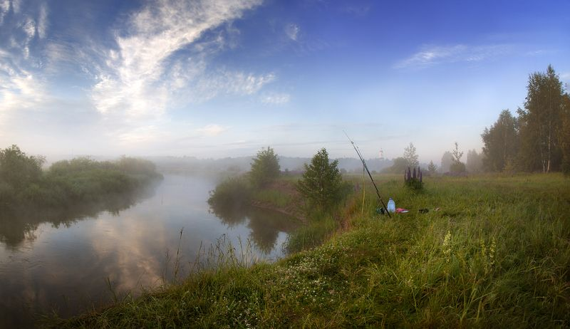 лето, восход, речка, туман, небо, берег, удочка, разнотравье Пока рыбак спит...photo preview