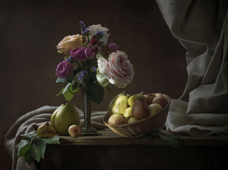 Розы и фруктыphoto preview