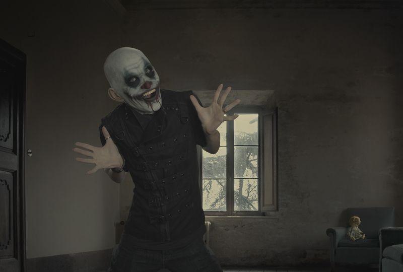 комната, клоун Клоунphoto preview
