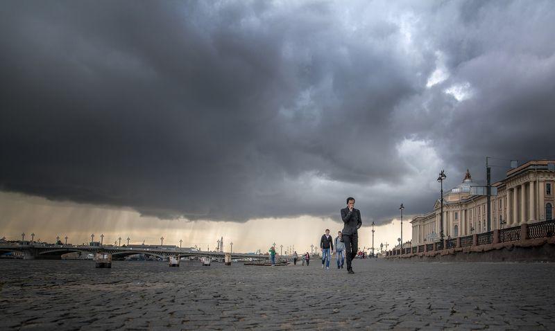 город, питер, лето, площадь, прохожий, гроза, тучи, мост, река, молния, дождь За мгновения до...photo preview