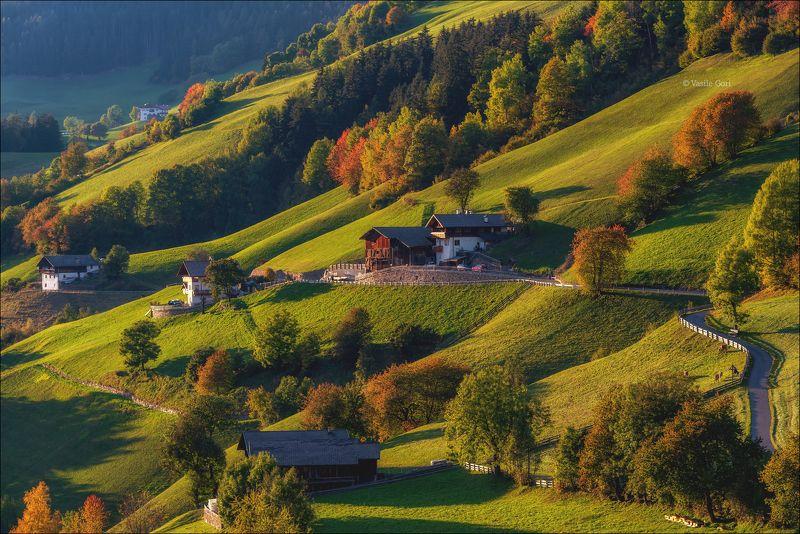 доломитовые альпы,santa maddalena,деревня,val di funes,осень,odle,италия,alps,ranui,san giovanni,церквушка,hills Санта Маддалена начало осени..photo preview