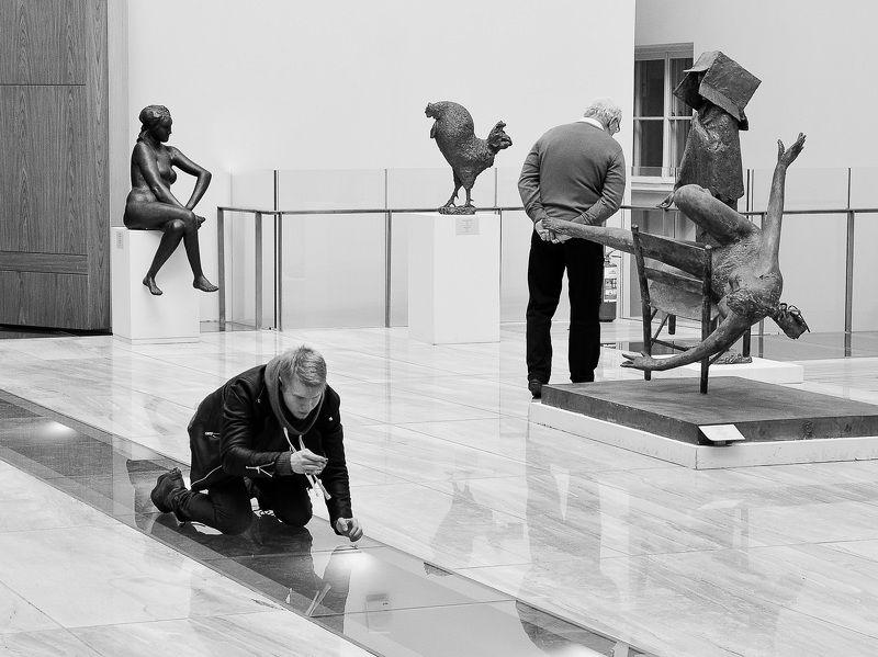 чб, свет, тень, утро, работа, фотография, музей, эрмитаж, спб, санкт-петербург, стрит, люди, выставка, искусство В поисках истины.photo preview