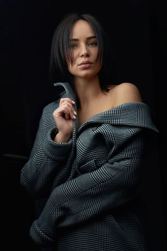 портрет девушка пальто Натальяphoto preview