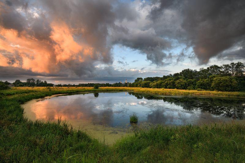 вечер,закатю,небо,облака,тучи,свет,отражение,река,храм,киржач переменная облачностьphoto preview