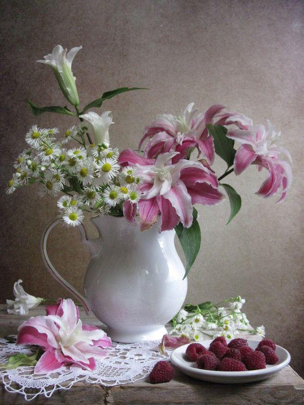 цветы, букет, лилии, ромашки, ягоды, малина, фарфор С ромашками и восточными лилиямиphoto preview
