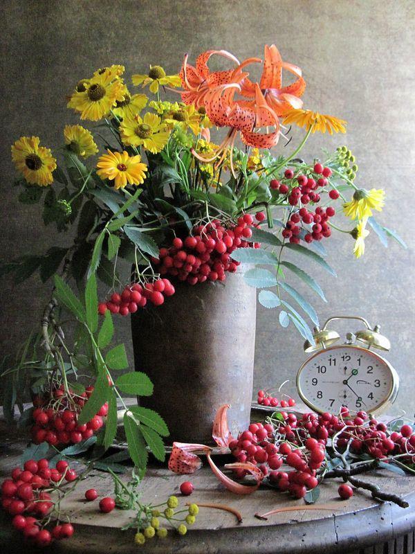цветы, букет, лилия, тигровая лилия, ноготки, календула, пижма, рябина, будильник, керамика, винтаж Время на осеньphoto preview