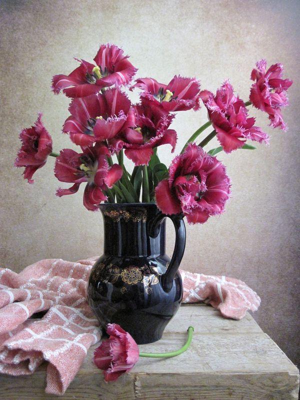 цветы, букет, тюльпаны, кувшин, фарфор, кобальт, скатерть Лиловые тюльпаны в кобальтовом кувшинеphoto preview