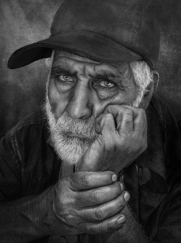 #PORTRAIT #people #human #hand #eye Quiet Wordsphoto preview