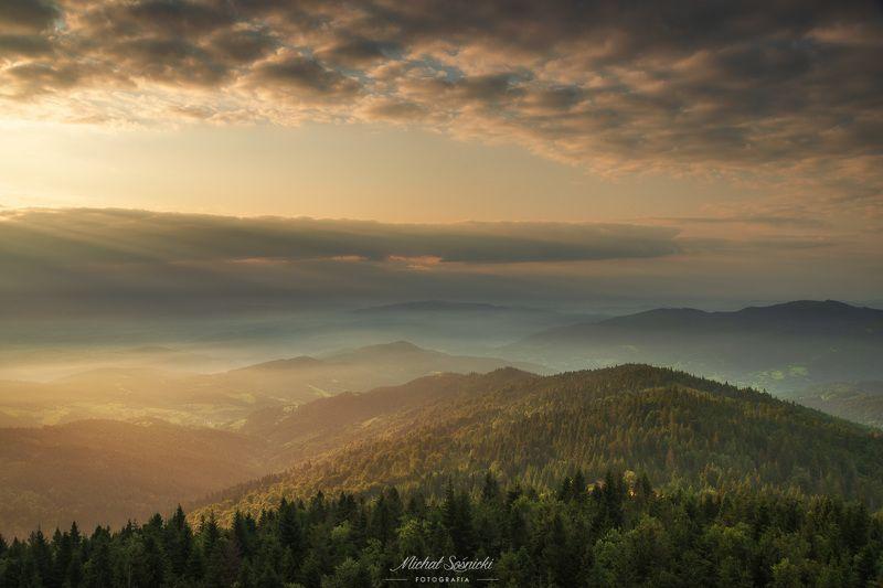 #sunrise #poland #summer #gorc #pentax #benro #sky #clouds #mountains Mountains...photo preview