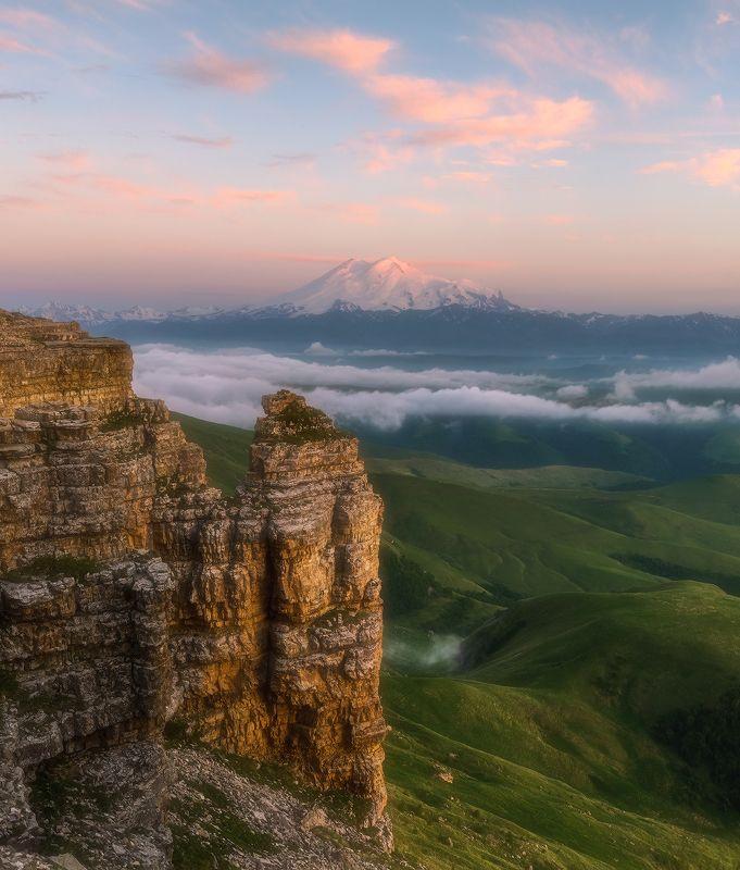 карачаево-черкесия, северный кавказ, бермамыт, эльбоус, закат, июнь Бермамыт. Эльбрус на закатеphoto preview