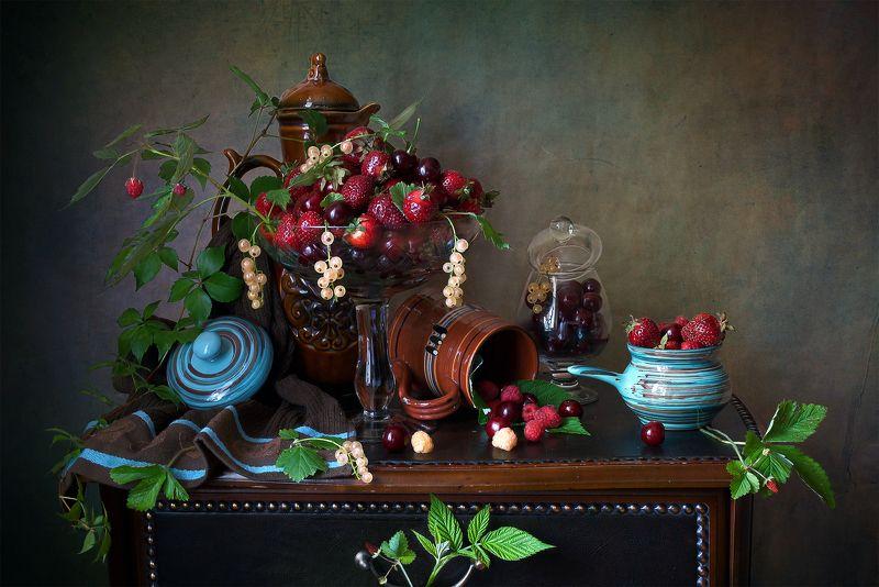 миламиронова, фотонатюрморт, лето, ягоды, ассорти, клубника, вишня, смородина, малина6 земляника Ягодное ассорти...photo preview