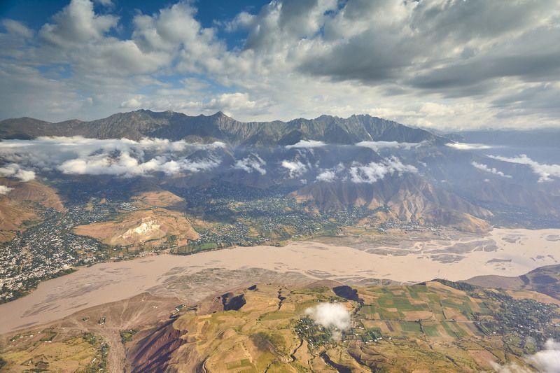 Красивый Таджикистан! Таджикабад . Река Сурхоб. Хребты Гиссарский и Петра Первого.photo preview